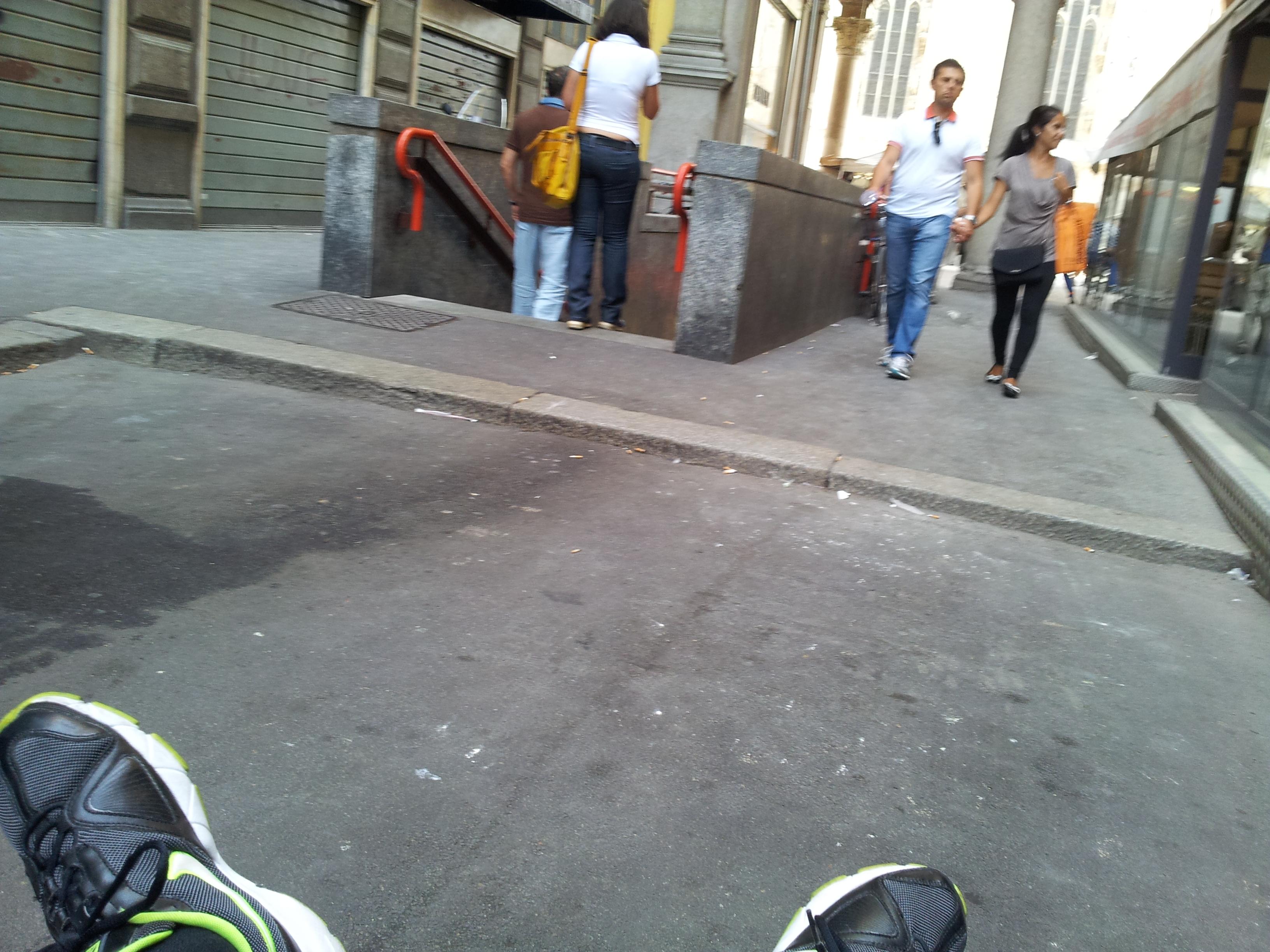 I marciapiedi: e dietro il Duomo?