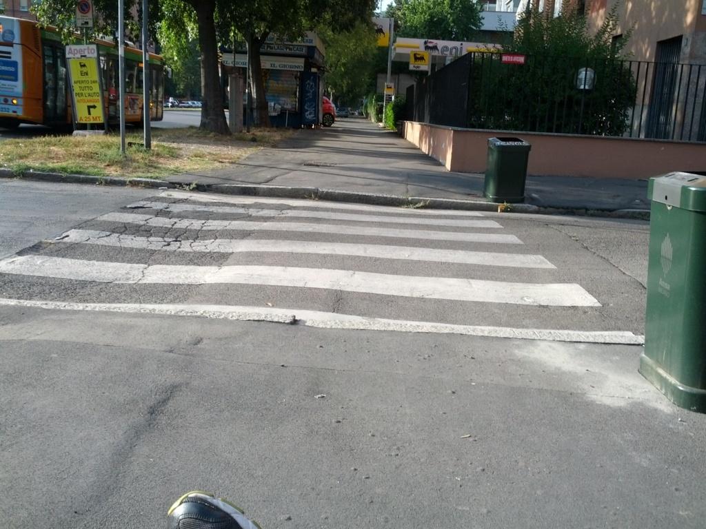 I marciapiedi di via Primaticcio sono accessibili? Direi di no…