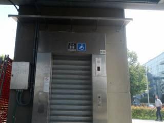 Settembre: L'ascensore di Assago Forum non va ancora