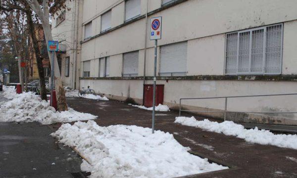Big Snow: la neve occupa il parcheggio dei disabili