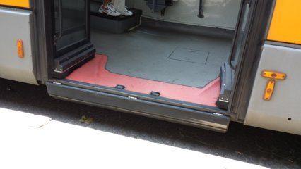 ATM: Pedana guasta e marciapiede senza scivolo