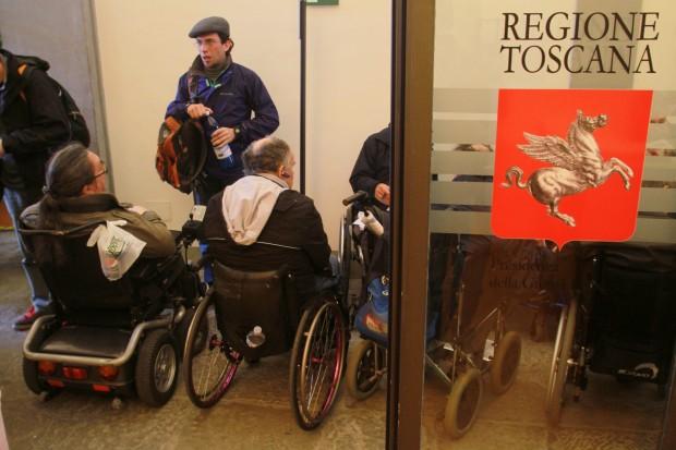 """La """"democratica"""" Regione Toscana straccia i diritti e la vita delle persone disabili"""